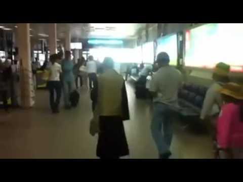Thầy Chùa chửi lộn ngoài sân bay Tân Sơn Nhất