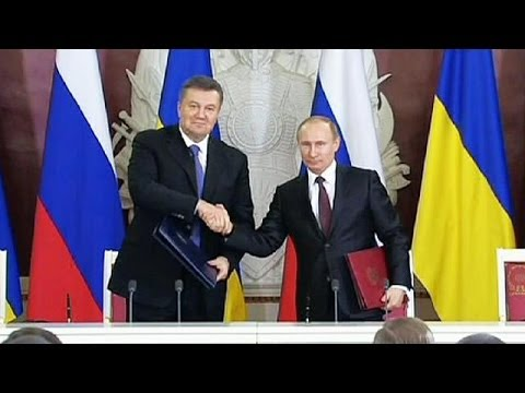 Protests as Russia and Ukraine sign a new trade deal that brings them closer