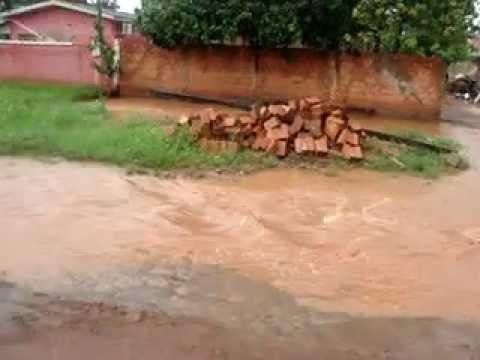 Enchente causa acidentes (acidentes geograficos) em Pimenta Bueno.