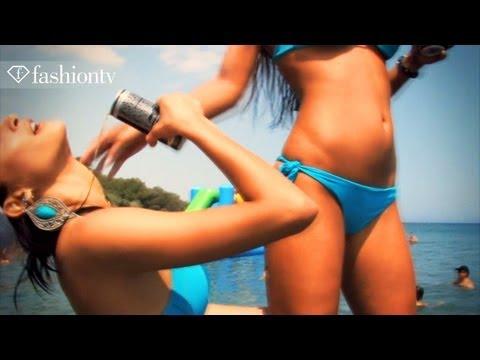 Takhle vypadá správná Beach Party - Dívky v bikinách