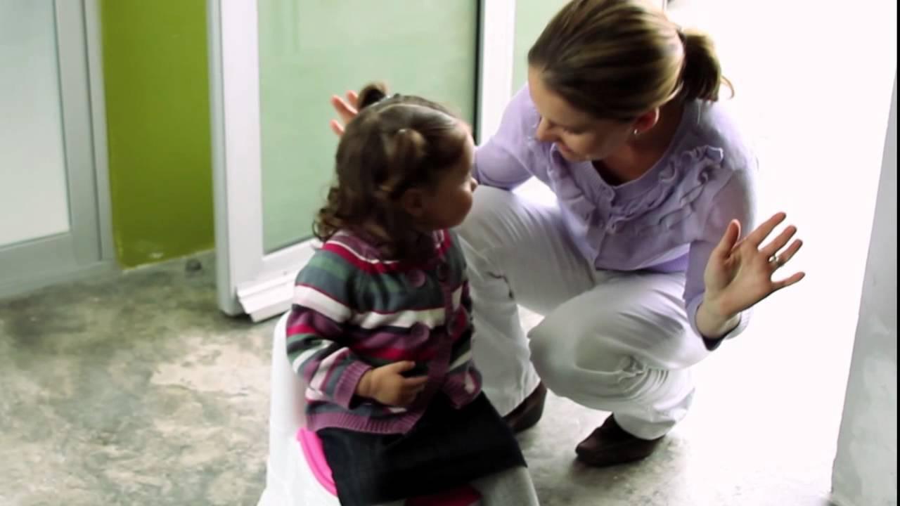 Ir Al Baño Los Ninos:Cómo enseñarle a mi niña a ir al baño? – Babypants – YouTube