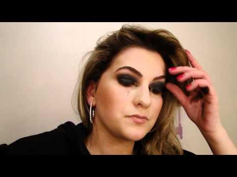 Maquiagem com sombra preta e batom vermelho por Alice Salazar - Parte 1,