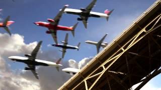 Hàng trăm chiếc máy bay hạ cánh cùng 1 lúc