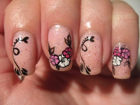 Nail art: Quick flowers on pink glitter