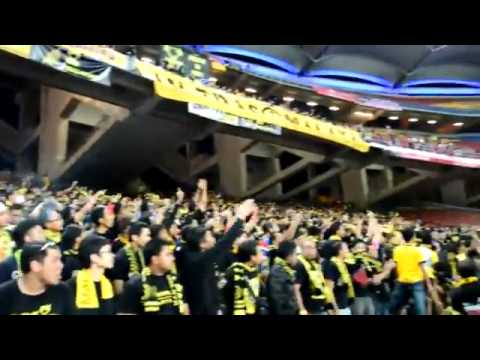AFF Cup 2012  Indonesia Itu ANJING!!, Said 'Chiks' Malaysian Supporters at Home   YouTube 2