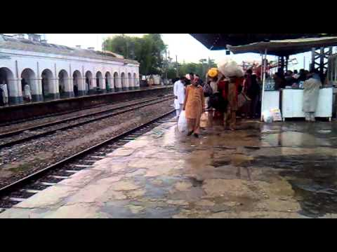 Pakistan Railways 08 Down Tezgam ( Train in Rain )