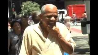 Dad� paga aposta de correr de cueca da Avenida Afonso Pena