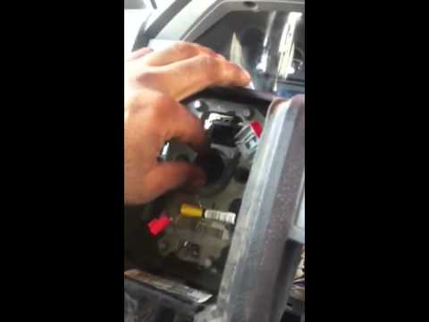 Como reparar el sensor de aceite de una Ford F350 2011 al 2