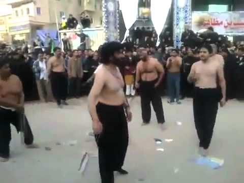 NADEEM SARWAR DOING ZANJEER ZANI IN KARBALA 2011