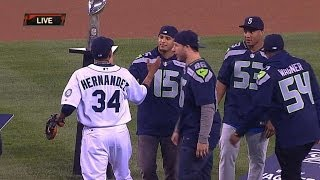 Champion Seahawks Throw Out First Pitch