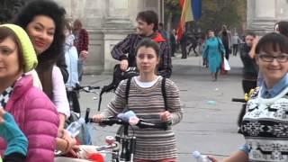 Fetele pe biciclete au pedalat din nou
