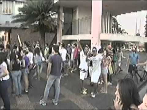 Manifestantes permanecem acampados na prefeitura de Ituiutaba