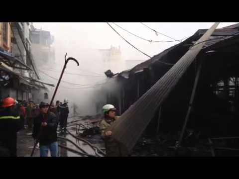 Video cháy lớn ở chợ Nhà Xanh, hàng chục ki-ốt bị thiêu trụi