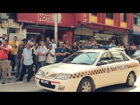RedPeople VS Police!!! Flash Mob @KOTA RAYA 紅人在孟加拉街世足快閃遇警察!!!
