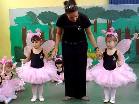 Apresentaçaõ de ballet das pequenas bailarinas...