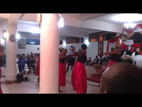 Un mariage au Burundi: danses par Intatana