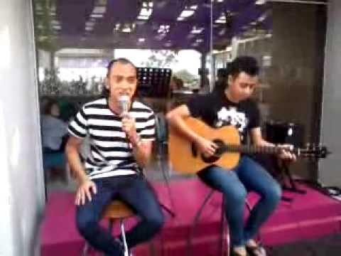 Tomok New Boyz Nyanyi Meraung with Tomokianz Padang