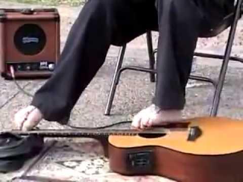 Đánh Guitar Bằng Chân - Quá Khâm Phục