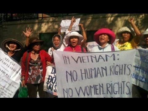 Biểu tình trước Lãnh sự quán Mỹ tại Sài Gòn 29/4/2014
