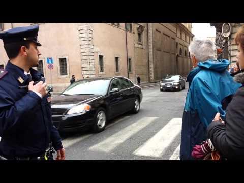 Obama arriva a Roma... ma guardate che scorta!