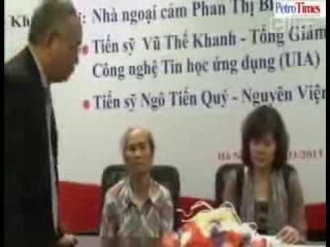 Thân nhân liệt sỹ Phùng Chí Kiên khóc xin lỗi nhà ngoại cảm Phan Thị Bích Hằng