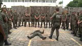 O Treinamento de salto de emergência dos Cadetes da Academia da Força Aeréa (AFA) e a preparação do pelotão da Aerounática que embarca para o Haiti em Junho são os destaques desta edição.