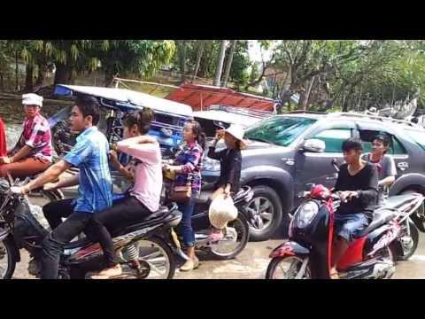 Lễ hội té nước (songkran) ở Luang Phrabang, Lào