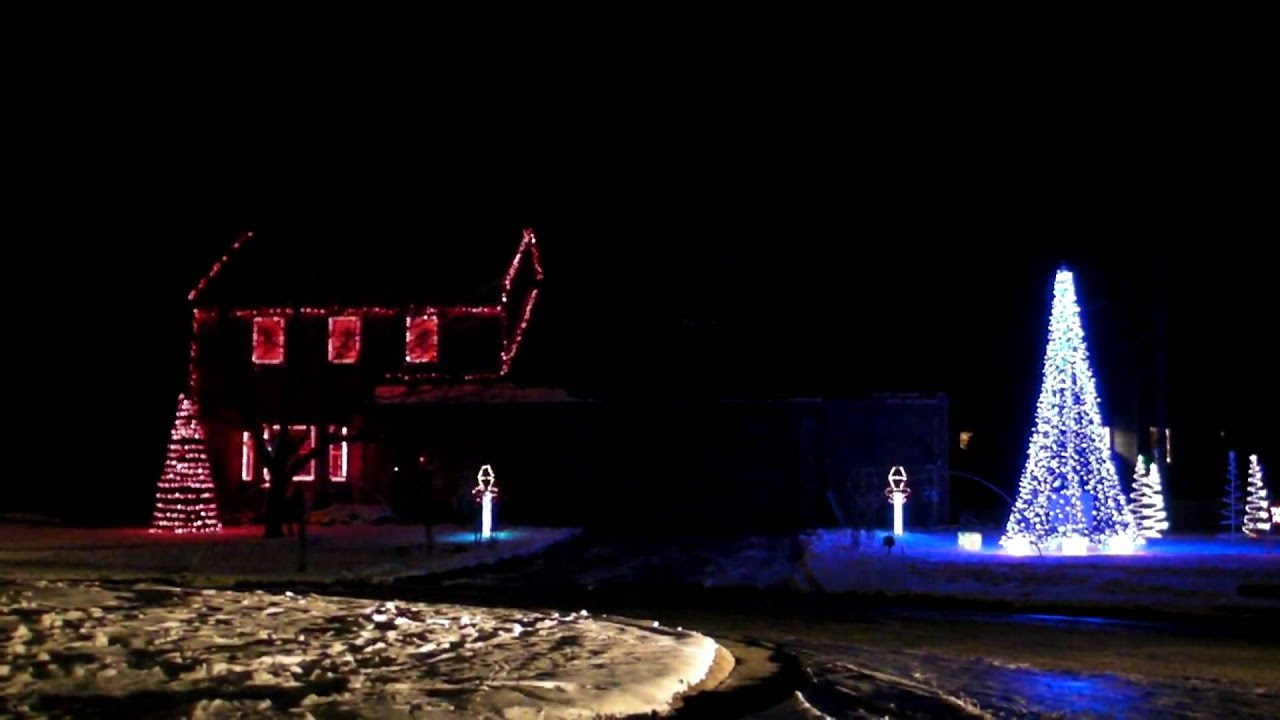 House with christmas lights that light up to the music for Christmas house music
