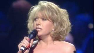 Elaine Paige Performs 'Memory' At Celebration Concert