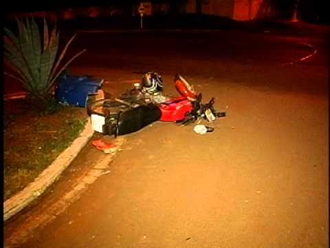 ACIDENTE ENTRE MOTO E CAMINHO NO TREVO DE GUA BOA DEIXA MOTOCICLISTA FERIDO