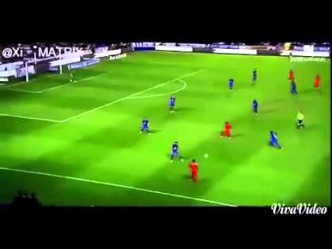 Kỹ thuật qua người của Neymar trên sân cỏ