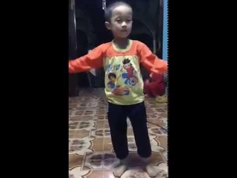 5 tuổi nhảy Em Của Ngày Hôm Qua Bá Đạo