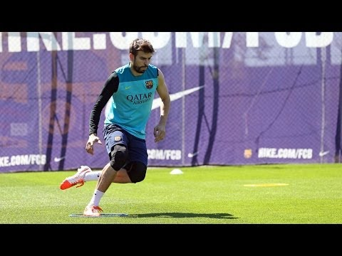 Training session 10/05/2014: Piqué and Jordi Alba do some work on the pitch