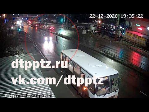 На улице Чапаева у Автовокзала пешеход попал под автомобиль