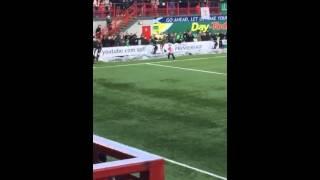 طفل مصاب بالتوحد يسجل اجمل هدف في اسكتلندا و الجمهور يحتفل معه |