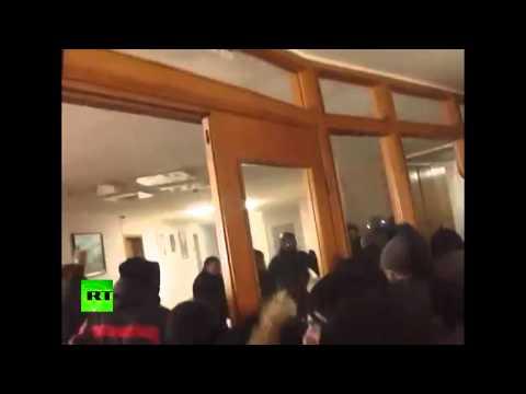 Протестующие захватили здание администрации Ивано-Франковской области Украины