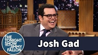 Josh Gad Posed with Olaf in Times Square