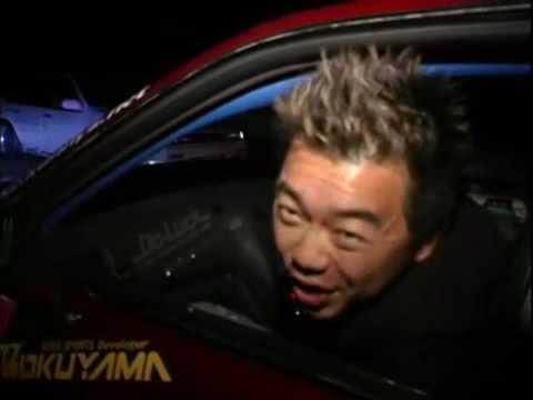Уличный дрифт Toyota Chaser посреди ночи в Токио