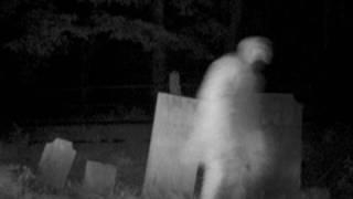 SCARY CEMETERY GHOST FOOTAGE SPOOKY APPARITION CAUGHT ON
