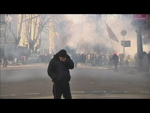 Ukraine protests: police and public clash in new violence