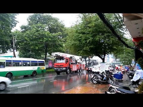Xe cứu hỏa hành động. Có thể là cháy nhà vào 15/06/2015