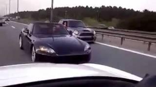Ein lebensm�der Honda-S2000-Fahrer auf der Autobahn videos