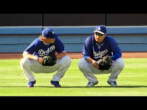 Clayton Kershaw Cheers Up Hyun-jin Ryu Today 7-12-14