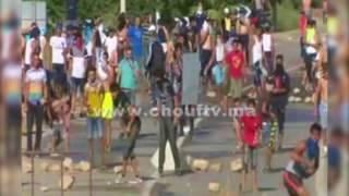 بالفيديو...الوجه الآخر لمسيرة الحسيمة الممنوعة..شوفو لحظة هجوم مُلثمين على القوات العمومية وهاشنو داروا ليهم بالحجارة  