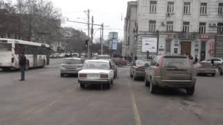Mașină cu numere parlamentare parcată neregulamentar