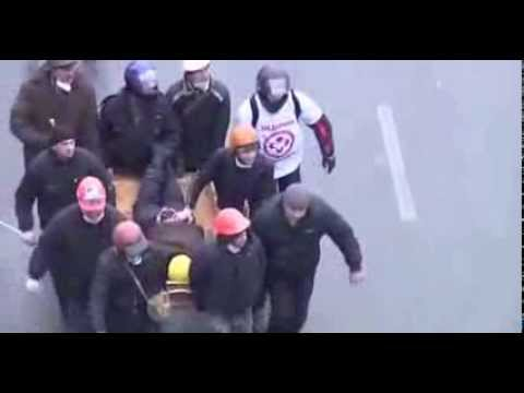 Ukraine Kiev Protest 2014 : Sniper Fires On Cops | Raw Footage | Video