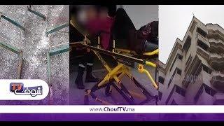 خطير وبالفيديو...شوفو لحظة سقوط لوحة إشهارية  ديال صيدلية على سيدة بكازا   |   بــووز
