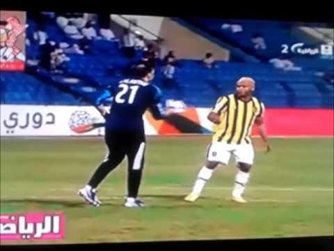 image vidéo  Beau geste de fair play dans un match en Arabie saoudite