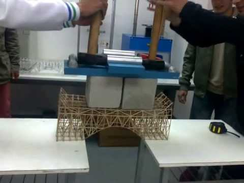maqueta de puente de 150 gramos resiste 61 kilos alumnos Construccion Civil