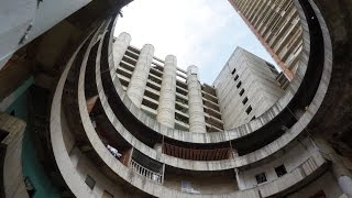 """Occupy Tower: Living in the world's tallest slum - the """"Tower of David"""""""